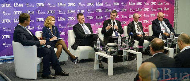 Справа-налево: Сергей Чех, Карел Хирман, Торстен Воллер, Виталий Бутенко и Ольга Белькова и модератор Александр Харченко