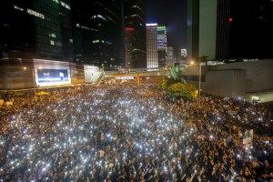 Протестующие в Гонконге согласились убрать часть баррикад
