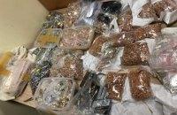 У львівському аеропорту затримали пасажира з 17 кг золота