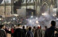 На улицы Кельна вышли сторонники антимигрансткого движения и защитники беженцев