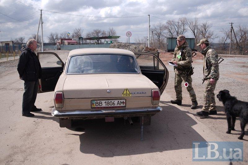 Пан Володимир скаржиться, що КПВВ створює незручності для місцевих