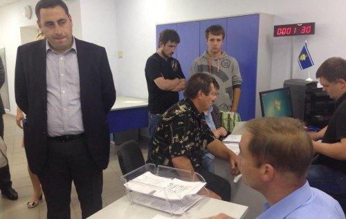 Вашадзе в Днепровском центре админуслуг Киева в июле 2014 г.
