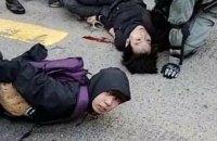 Поліція Гонконгу застосувала проти демонстрантів бойову зброю
