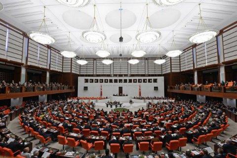 У Туреччині ухвалили закон про позбавлення депутатів недоторканності