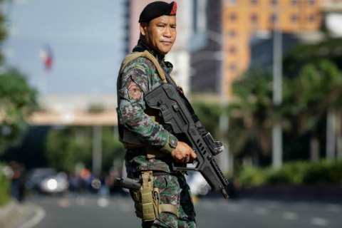 Біля кортежу президента Філіппін підірвали бомбу