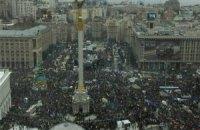 Вече на Майдане началось с молитвы