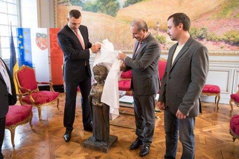 Кличко передав меру Тулузи пам'ятник Анні Київській