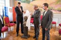 Кличко передал мэру Тулузы памятник Анне Киевской