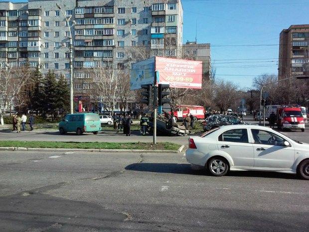 """Фото місця аварії в Маріуполі з соціальної мережі """"Вконтакте""""."""