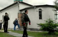 """Під Сімферополем """"козаки"""" розгромили храм УПЦ КП"""