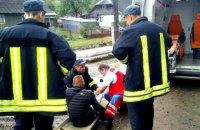 В Закарпатской области 19-летний парень получил травмы, выпав из поезда