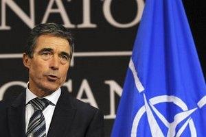 Генсек НАТО в четверг посетит Украину