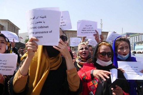 У Кабулі жінки вийшли на протест, таліби застосували сльозогінний газ