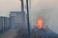 """Пункт пропуску """"Станиця Луганська"""" зупинив роботу через пожежі (оновлено)"""