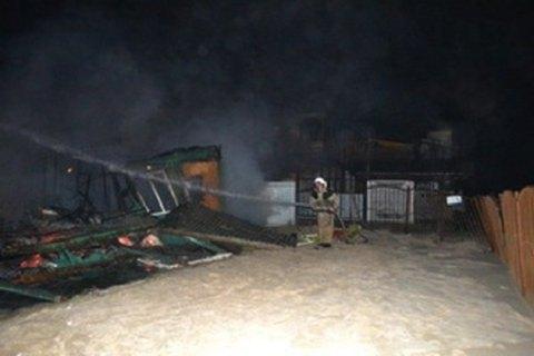 Озброєні люди спалили дві бази відпочинку Держгеонадр у Затоці