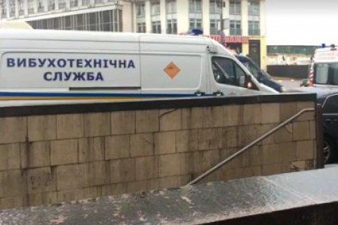Из-за собщения о минировании из здания на Крещатике эвакуировали 50 человек