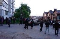 У Вінниці кілька сотень озброєних чоловіків захопили консервний завод (оновлено)