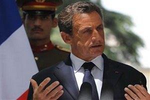Франция: Каддафи может остаться в Ливии, если откажется от власти