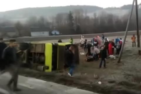 """Під Львовом автобус сполученням Мінськ - Буковель зіткнувся з """"Мерседесом"""", є загиблі (оновлено)"""