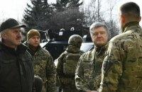 """Порошенко приїхав на позиції полку """"Азов"""" на передовій"""
