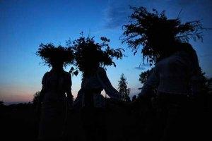 В Киевской области на Купала сплели 300-метровый венок