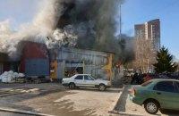 На складе швейной фабрики в Киеве произошел пожар