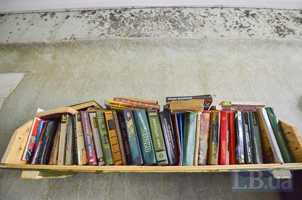 Лена организовала небольшую библиотеку для военных.