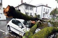 """Францию охватил шторм """"Амели"""": 140 тыс. домов остались без электричества"""
