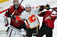 В матче НХЛ произошла массовая драка с участием вратарей и хоккеиста с украинскими корнями