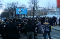 """""""Нацкорпус"""" влаштував бійку з поліцією в Черкасах, намагаючись дістатися до Порошенка (оновлено)"""