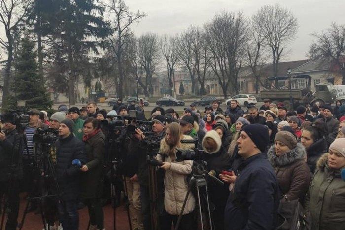 Эвакуация изУханя: вТернопольской области установили блокпост близ санатория