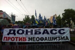 В Донецке журналистам предлагают оранжевые жилеты и милиционеров