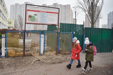 """""""Стадионы будущего"""". Как в Киеве за три года не смогли отремонтировать два стадиона за 87 млн грн"""