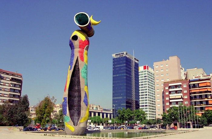 «Жінка та Птиця» Хуан Міро, бетон, тренкадіс, 22 м, 1983 р.