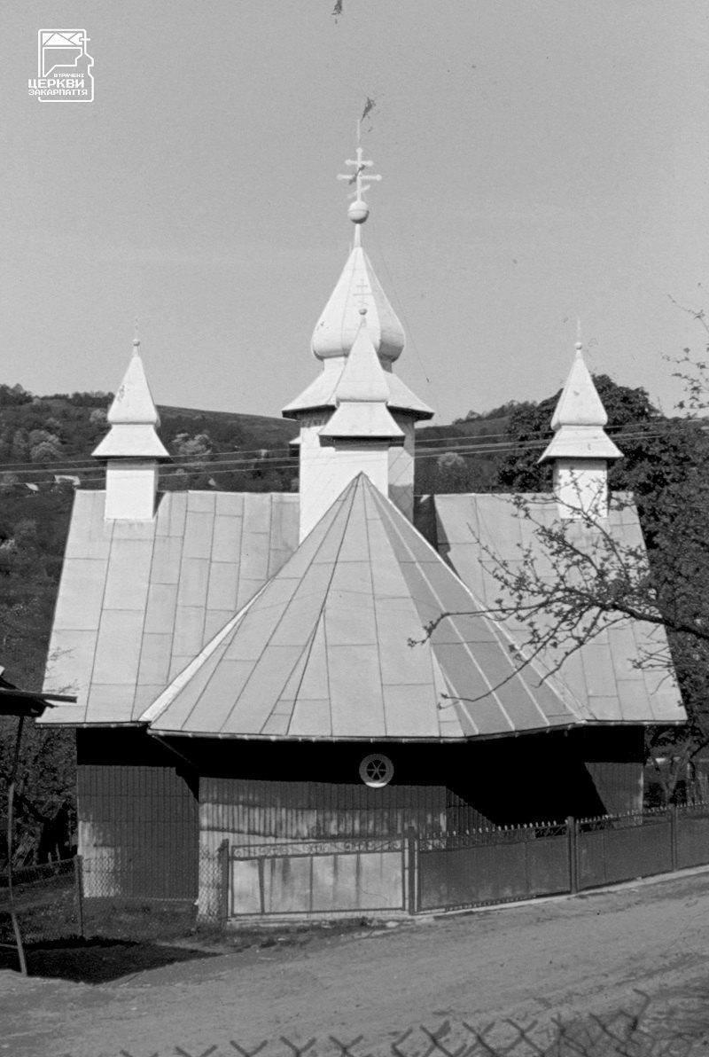 Церква в селі Росішка на Рахівщині (1930–1932) – оригінальна споруда роботи майстра Миколи Павлюка. Згоріла у 2005.