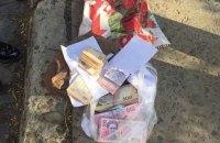 Во Львове задержали работницу налоговой с пакетом денег