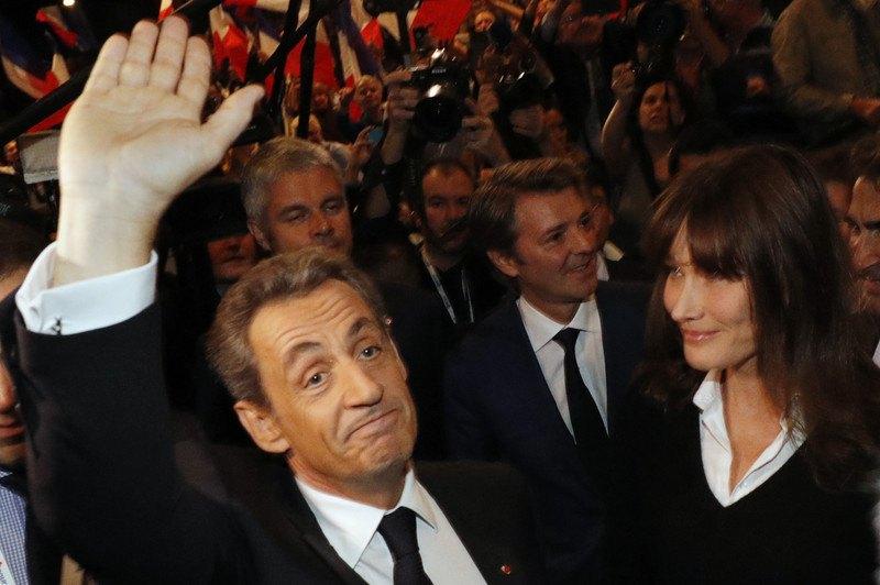 Ніколя Саркозі зі своєю дружиною Карлою Бруні-Саркозі під час передвиборної агітації за консервативну партію, Париж, 9 жовтня 2016 р.