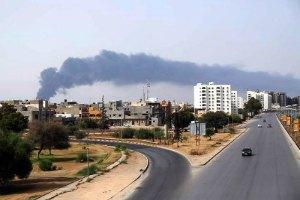 У Лівії пожежа загрожує найбільшому в країні нафтосховищу