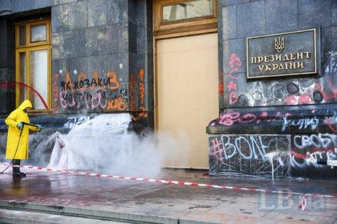 Мендель: поврежденные двери ОП отреставрируют, на выставку отправлять не будут