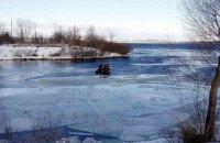 Во Львовской области четверо рыбаков провалились под лед, один скончался от переохлаждения