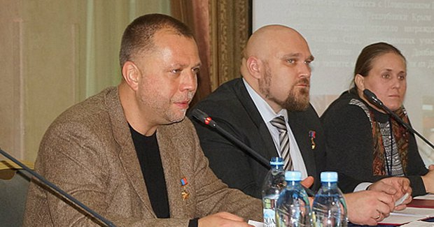 Александр Бородай (слева) на съезде