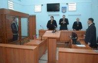 Суд на Донбассе отпустил под домашний арест обвиняемого в тройном убийстве. В 2015 году ему дали пожизненное