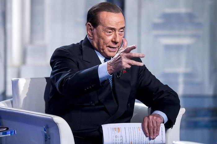"""Сильвио Берлускони во время телепрограммы """"Porta a porta"""", Рим, 14 февраля 2019."""