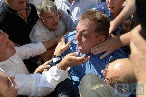 В милиции говорят, что от рук оппозиционеров пострадал их сотрудник