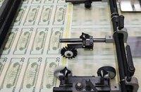 Україна виграє від емісії долара в США