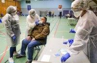 Новий штам коронавірусу передається на 70% швидше. Чи варто хвилюватися?