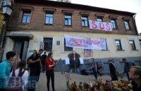 На Андреевском спуске в Киеве художники устроили акцию против сноса старинного дома