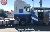 Под Киевом столкнулись почтовый грузовик, маршрутка и тягач