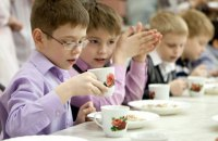 Кількість постраждалих від отруєння в шкільній їдальні Козятина сягнула 40 осіб