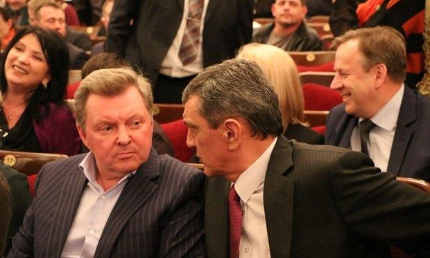 Высокопоставленные варяги в Крыму, слева направо: Олег Белавенцев родом из Псковской области, Сергей Меняйло - из Северной Осетии